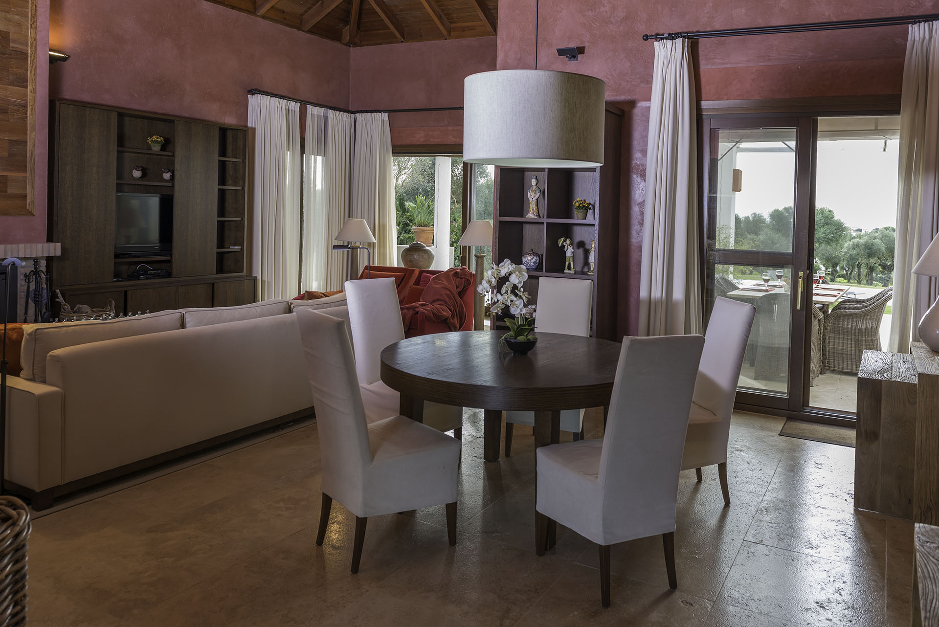 Villa Violeta dining area and salon