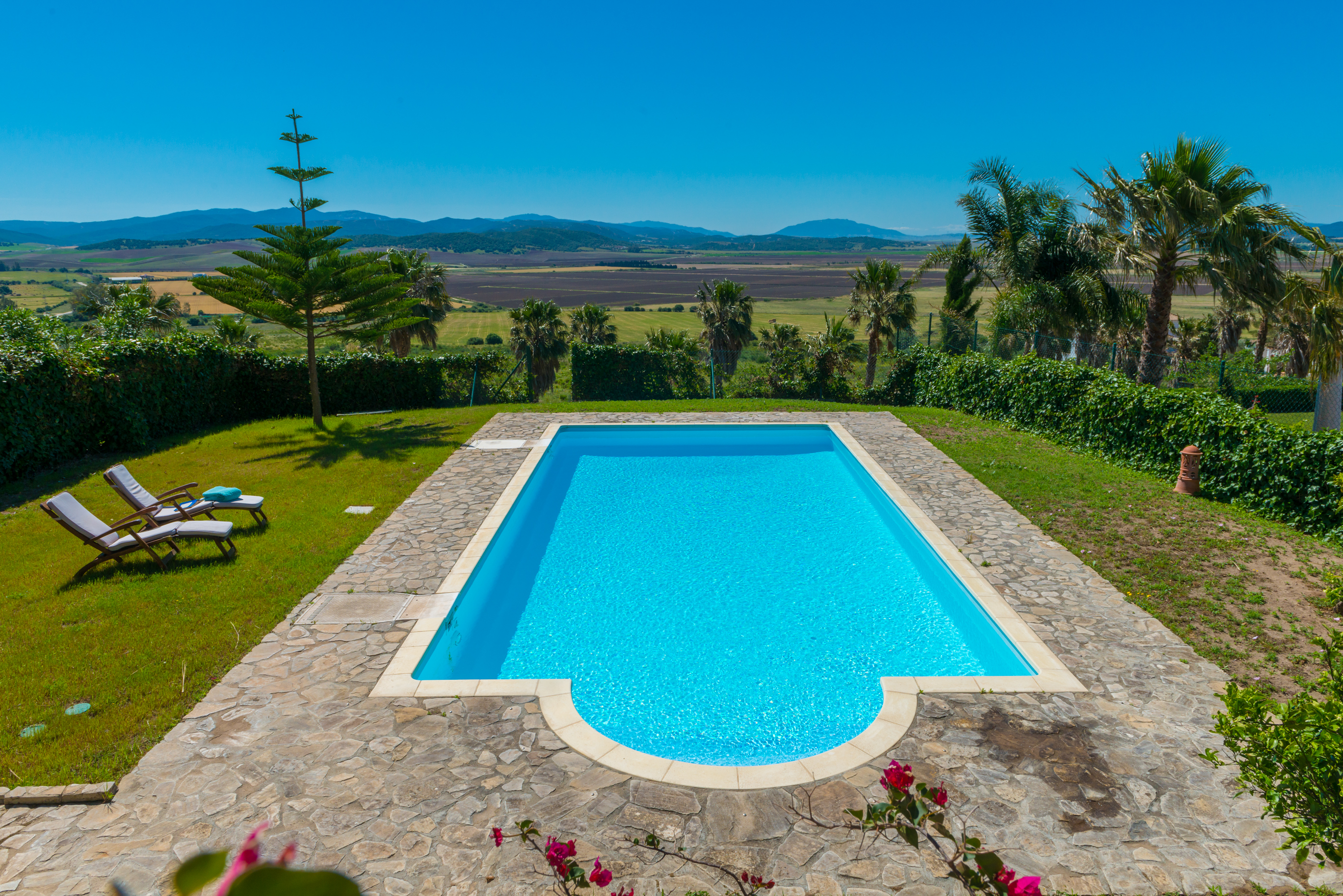 Urb. La Laguna with stunning views over the Natural Oak Park